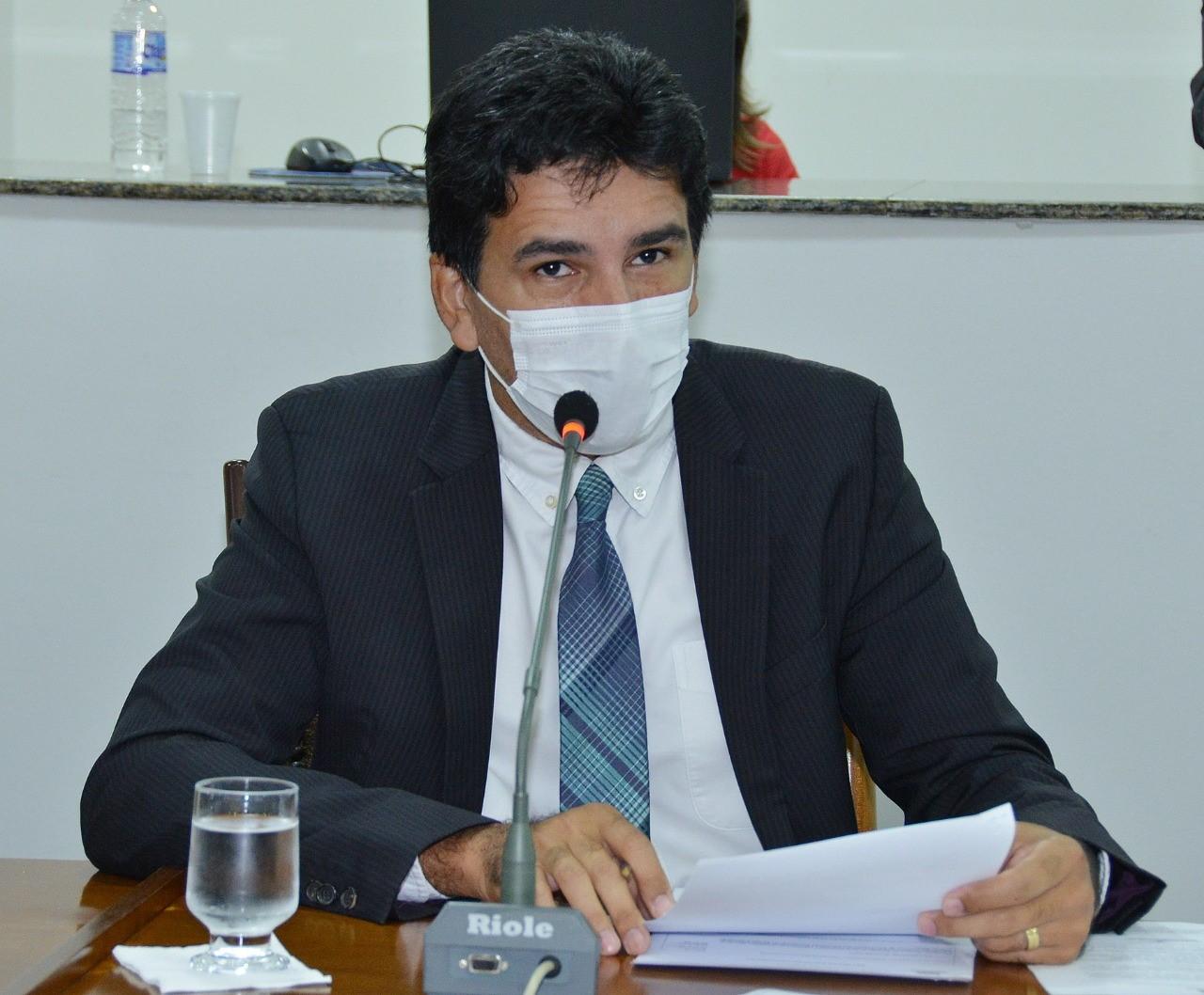 Deputado Professor Júnior Geo volta a cobrar a realização de concursos públicos
