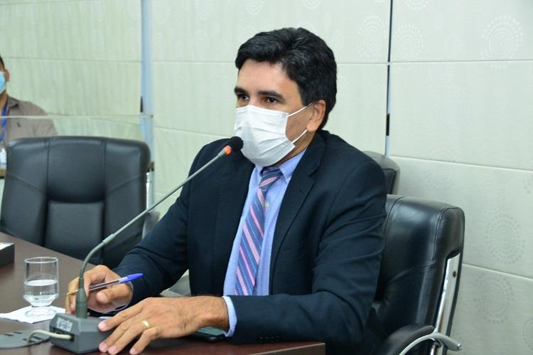 Deputado Professor Júnior Geo solicita ao Governo do Estado soluções para a saúde pública