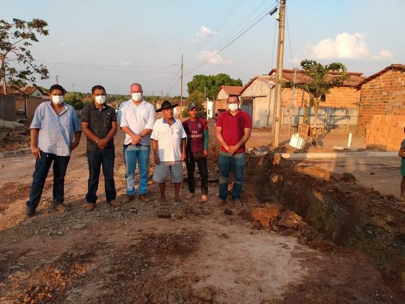 Prefeito Flavão inspeciona obras de drenagem em setor de Divinópolis