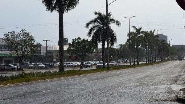 Pancadas de chuvas isoladas com granizo são registradas em alguns pontos de Palmas nesta quinta, 23