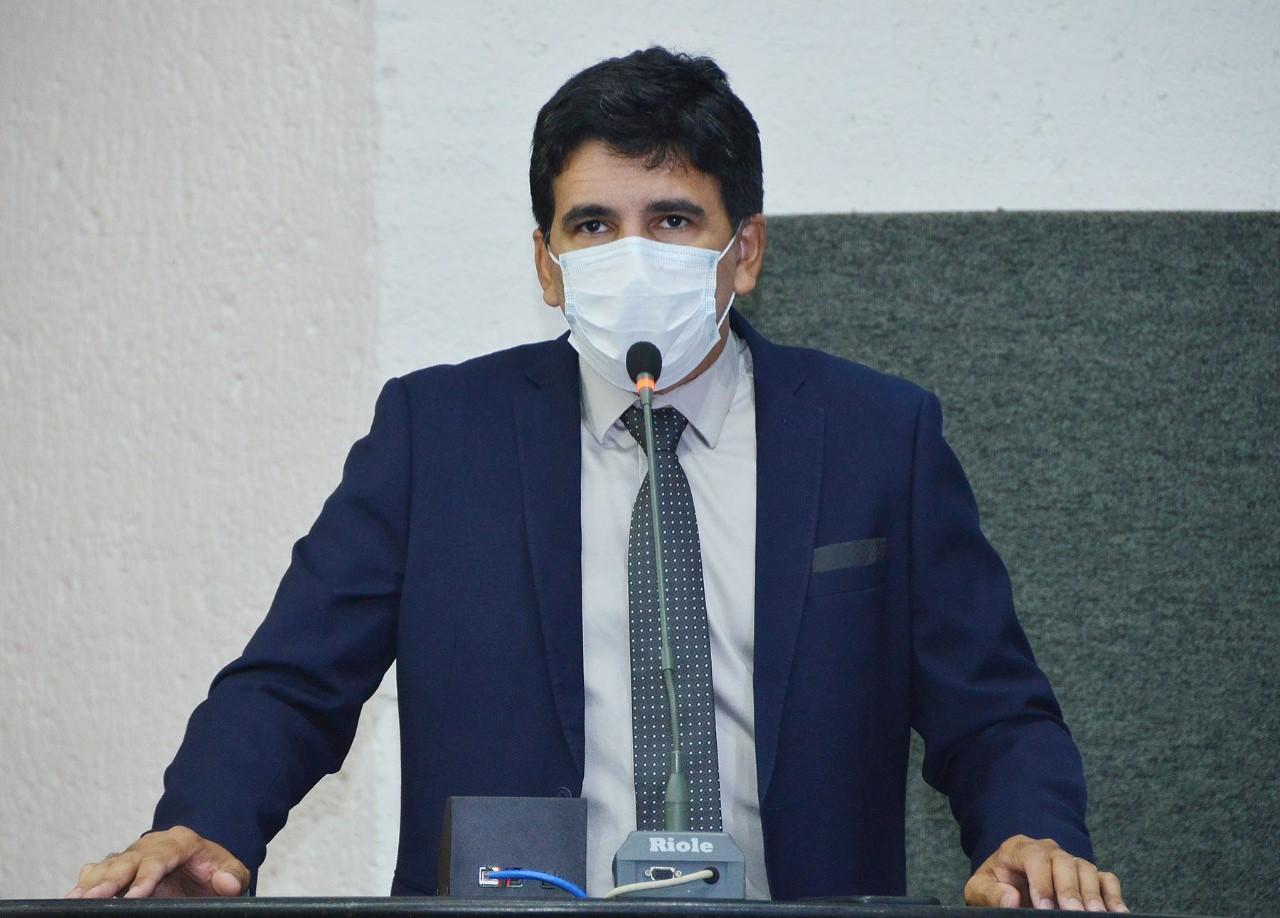 Deputado Professor Júnior Geo questiona fechamento de UTIs e gastos de R$ 468 milhões