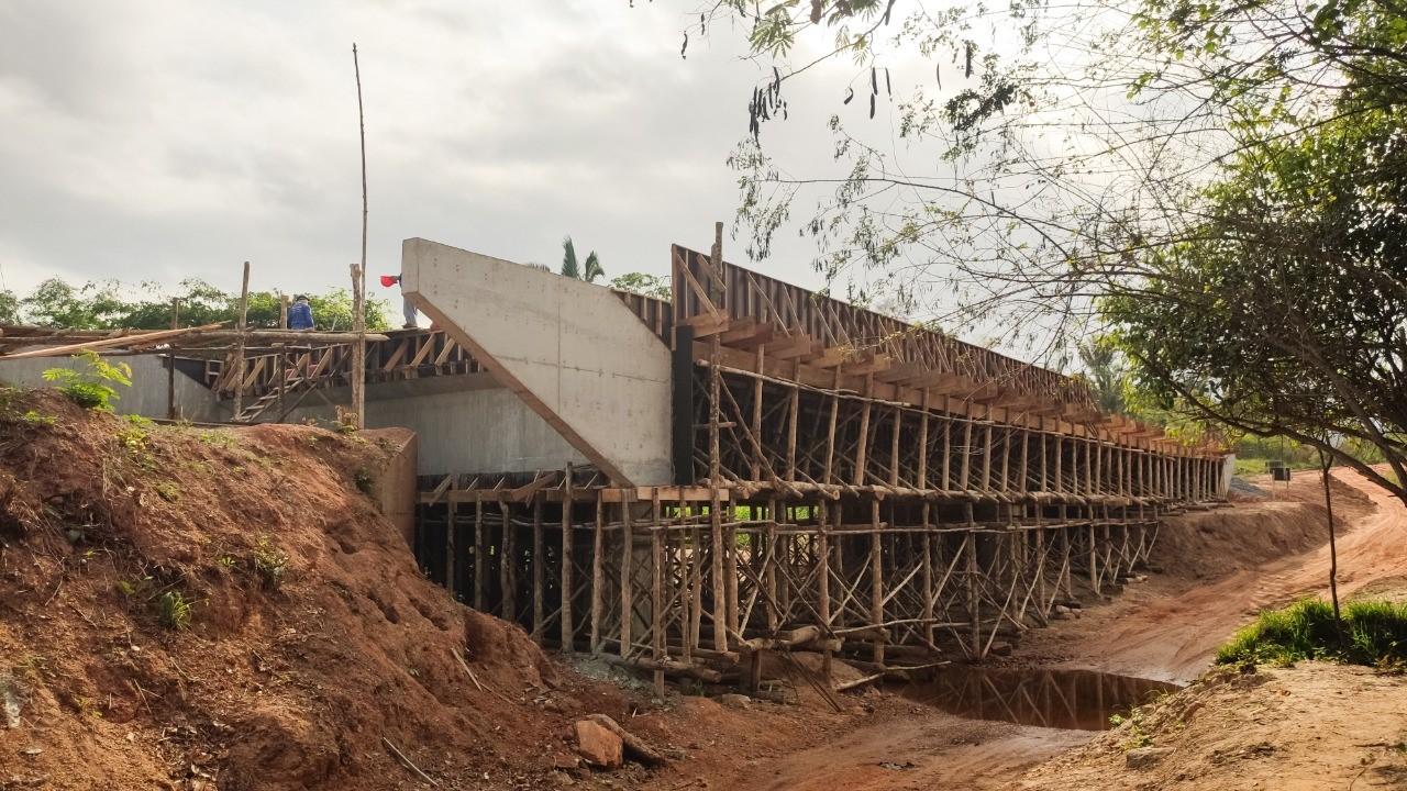 População comemora construção de ponte sobre o Córrego Tristeza, entre Buriti do Tocantins e São Sebastião