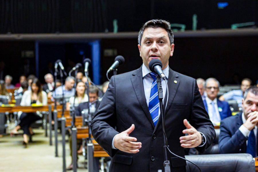 Tiago Dimas destaca recursos da bancada para a educação e cita todos os colegas deputados e senadores
