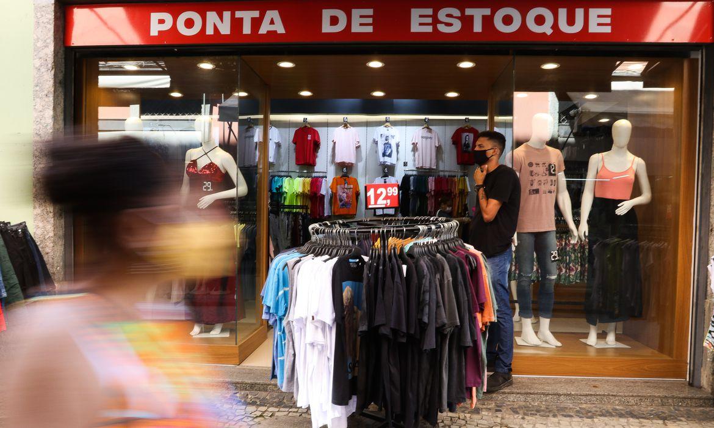 Confiança empresarial cai 2,5 pontos em setembro, diz FGV