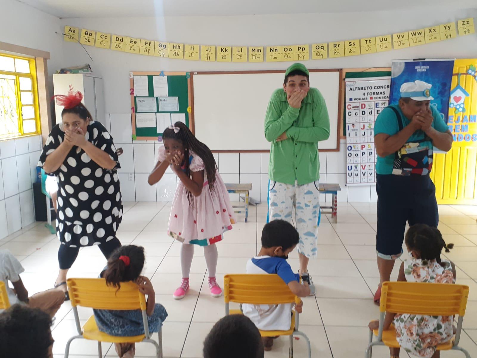 Crianças da zona rural de Araguaína recebem apresentação lúdica sobre resgate de brincadeiras e preservação do meio ambiente