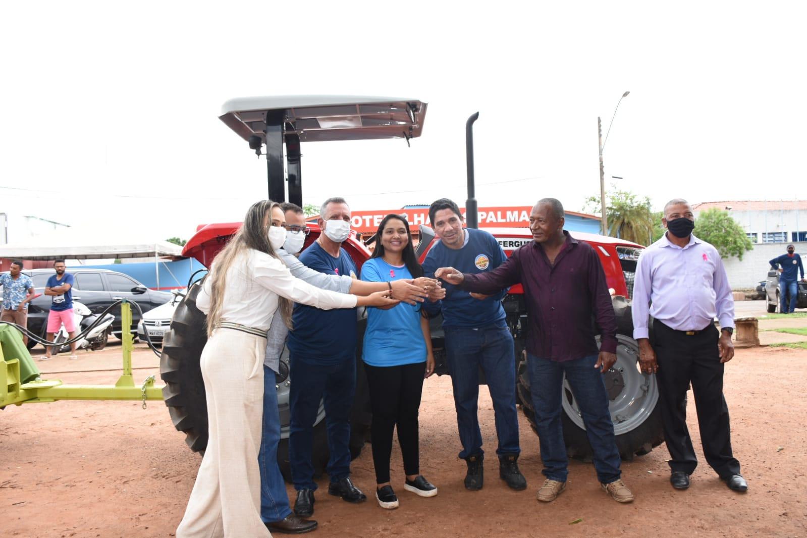 Antonio Andrade entrega maquinário para Associação do sudeste do Estado