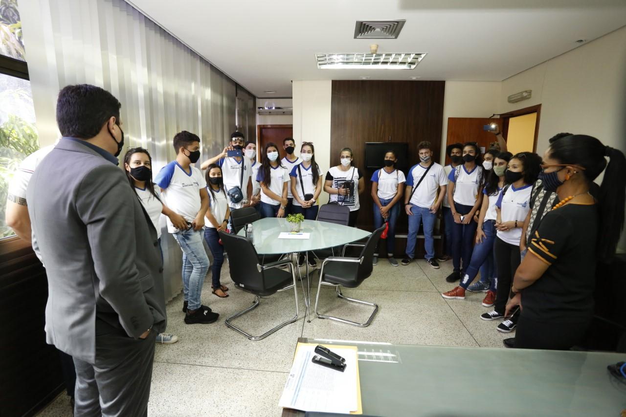 Estudantes de Miranorte visitam Palmas para fazer pesquisas sobre a história do Tocantins