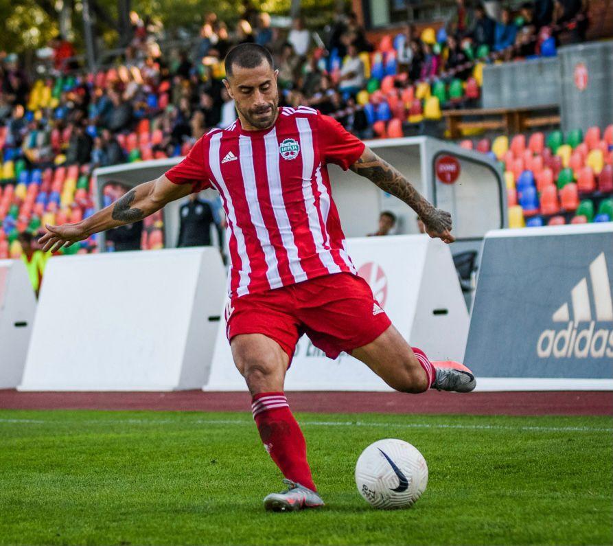 Na disputa da final da Copa da Letônia, Marquinhos Pedroso vive a expectativa de seu primeiro título na Europa